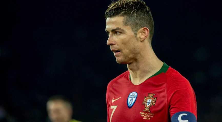футболист Португалии
