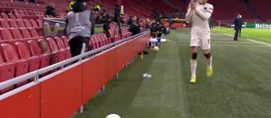 Что устроил в Амстердаме мальчик подающий мячи?